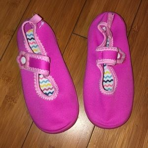 New water shoes Sz 10. Never used